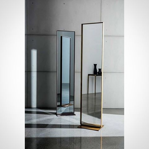 Sovet Italia 'Visual' Two-side free standing rectangular mirror with metal base and lacquered aluminium frame, mocha or burnished brass finish. Central mirror available in different shades #akiagency #sovetitalia #mirror #interiordesign #brass #architect #interieurarchitect #hotelinteriordesign #luxury #aki #italiainfo@akiagency.nl0031-651561603
