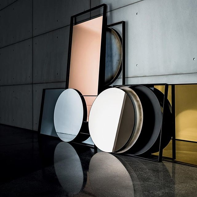 SOVET ITALIA #mirrors#sovetitalia #akiagency #italia #venetië #hotelinteriordesign #interiordesign #interieurdesign #styling #interieurstyling #project #luxury #luxuryliving #italie #round #square #bronze #interieurarchitect info@akiagency.nl