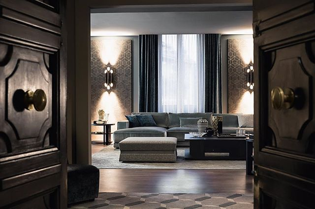 Casamilano: the renewed Showroom based in a prestigious palace of 1930s in downtown Milan, to admire the new contemporary and international lifestyle collection 2017. #salonedelmobile2017 #casamilano #akiagency  #milan #italy #casamilanodealers #lxry #luxury #interieurdesign #instaliving #interior Info@akiagency.nl