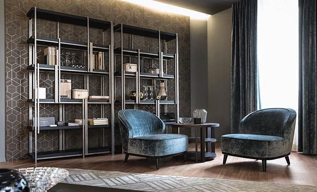 AKI AGENCY | Casamilano 'Mondrian' bookcase and 'Dhora' armchair #akiagency #casamilano #interiordesign #interieurarchitect #casamilanodealers #italy #hotelinteriordesign #luxury #lxry #design #fabric #stylist #residences #residencemagazine #milancentre #showroomcasamilano info@akiagency.nl