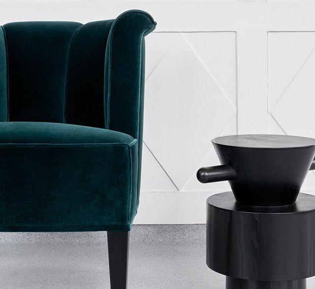 AKI AGENCY | WITTMANN : Alleegasse armchair (Josef Hoffmann) & Grain Cut Table (Jaime Hayon) 2 icons in the collection of Wittmann. #wittmann #akiagency #josefhoffmann #jaimehayon #icons #wittmanndealer #wittmannofficial #wittmannhayonworkshop #interieurarchitect #interiordesign #velvet #black #hotelinteriordesign #restaurantinteriors #residences #residencemagazine #residencial info@akiagency.nl