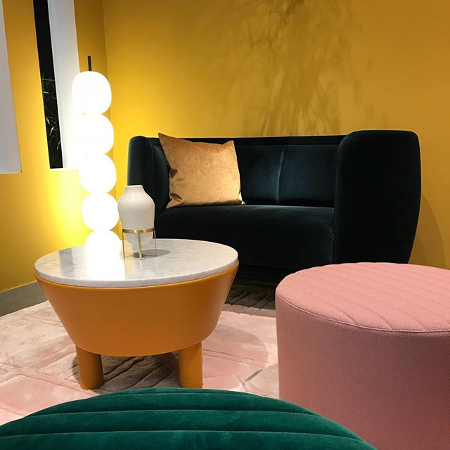 AKI AGENCY | Wittmann The New LoveSeat Vuelta by Jaime Hayon. #wittmann #loveseat #vuelta #newcollection #interior #interieurarchitect #wittmanndealer #wittmannofficial #greenvelvet #yellow #hotelinteriordesign #hotel #restaurantinterior #luxury #lxry info@akiagency.nlAKI is agent for the Netherlands and Belgium