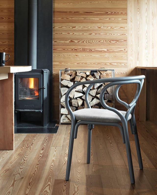 AKI AGENCY   GTV armchair 'Brezel'Designer: LUCIDIPEVEREWhat a nice armchair the Brezel for Gebrüder Thonet Vienna. #gtv #gebruderthonetvienna #akiagency #armchair #italy #vienna #hotelinteriordesign #reataurantinterior #interieurontwerp #quality #originalthonet #projectinterior #gtvdealer #wood #handmade #residencial info@akiagency.nl
