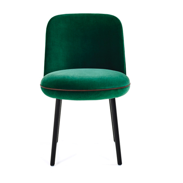 AKI AGENCY   Wittmann : Merwyn chair, designer Sebastian Herkner #wittmann #sebastianherkner #akiagency #new #colection #merwyn #interiordesign #wittmanndealer #mywittmann #wittmannofficial #green #velvet #interieurprojecten #luxury #diningchair #chair #sebastian #vienna info@akiagency.nl
