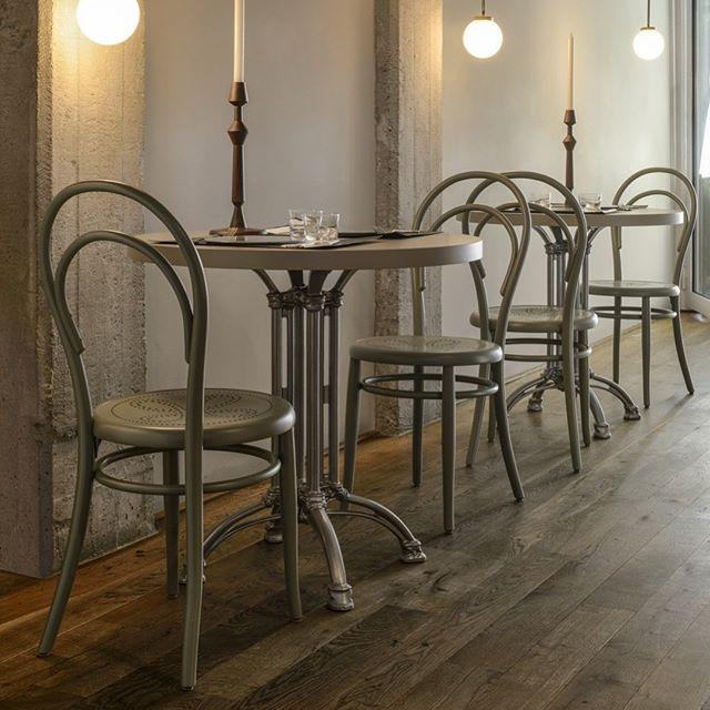 AKI AGENCY | Gebrüder Thonet Vienna :N.14 DESIGNER: MICHAEL THONETYEAR: 1860 #gebruderthonetvienna #originalthonet #vienna #italy #project #interiordesign #restaurantinteriors #gtv #gtvdealer #projectinrichting #restaurantinterieur #hotelinterieurs #akiagency info@akiagency.nl