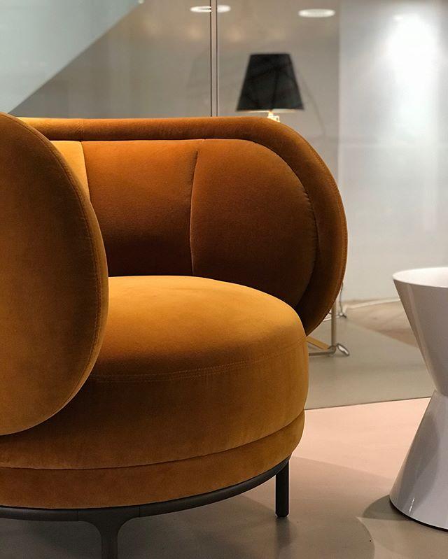 AKI | Studio Van't Wout: seen at @studiovantwout in The Hague, wow . #studiovantwout #thehague #aki #akiagency #wittmanndealer #netherlands #denhaag #vienna #fabric #color #interieurarchitect #hotelinterieurs #projectinrichting #designstudio #jaimehayon #wittmannhayonworkshop #austria #velvet info@akiagency.nl0031-651561603