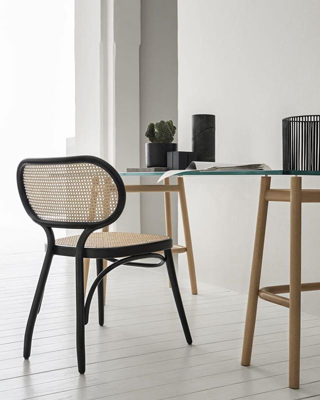 AKI   GTV : Bodystuhl Chair #gebruederthonetvienna #gtv #akiagency #aki #bodystuhl #diningchair #wovencane #wood #projectinrichting #gtvdealer #hotelinterieurs #hotelinterior #restaurantinterieurs #luxury #lxry #italy #vienna #torino info@akiagency.nl0031-651561603