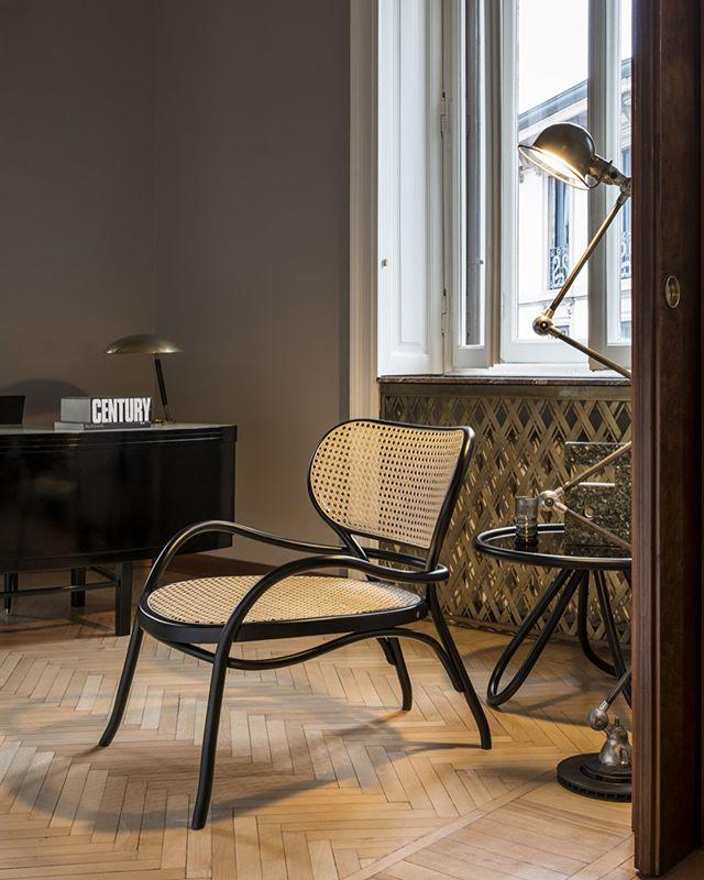 AKI | GTV : Lehnstuhl #gtv #gebruederthonetvienna #akiagency #lehnstuhl #armchair #thonet #vienna #torino #italy #italia #hotelinterieurs #restaurantinterieurs #gtvdealer #luxury #interiordesign #interieurontwerper #interieurarchitect #architect #projectinrichting info@akiagency.nl0031-651561603