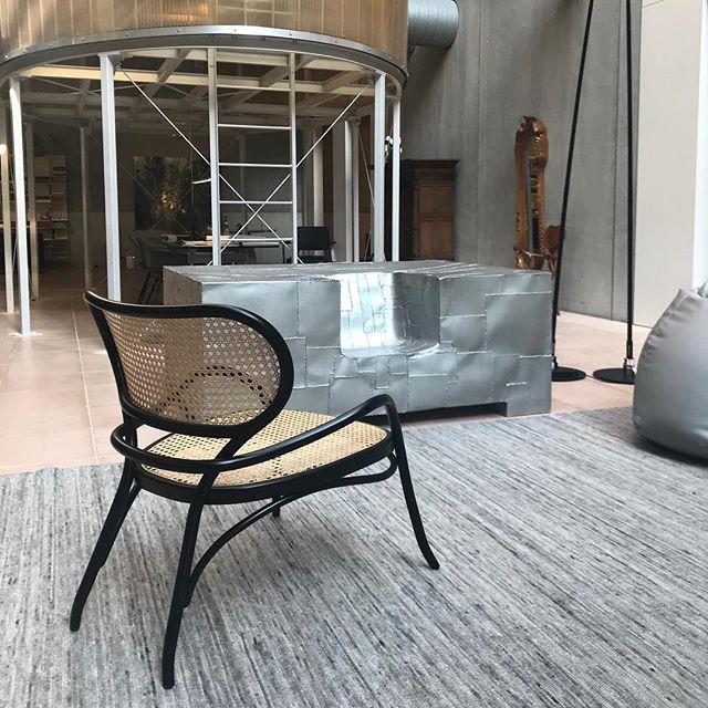 Seen at VOS Interieur Groningen #lehnstuhl #gtv #gebruderthonetvienna #groningen #vienna #torino #italy #projectinrichting #gtvdealer #interieur #vosinterieur #vos #wooninspiratie #interieurontwerp #interiordesign #design #thonetvienna #projectinrichters #wow #proudagentinfo@akiagency.nl
