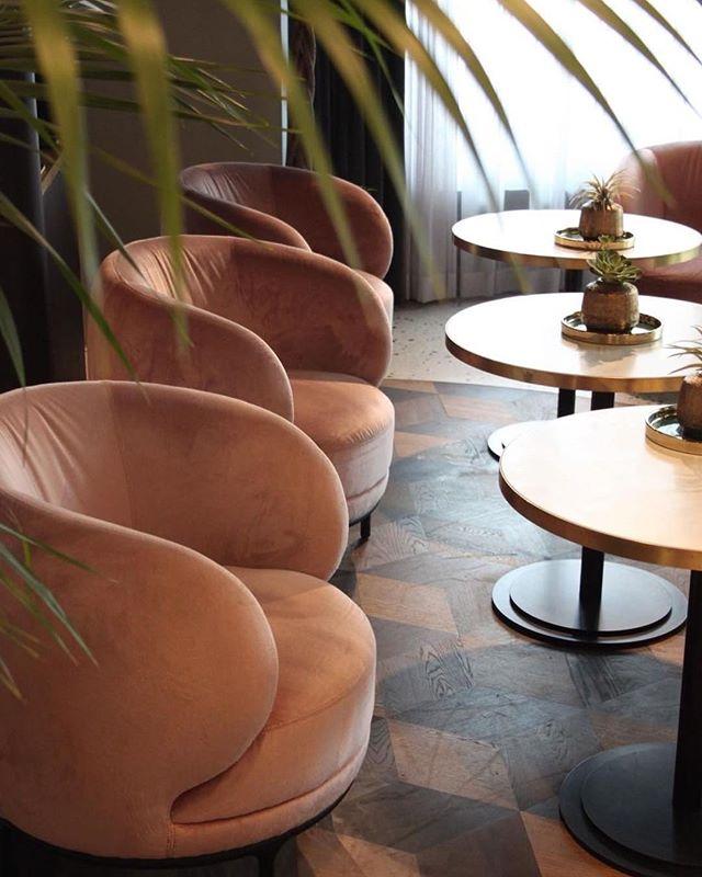 Wittmann Project Restaurant Apron Vienna #wittmannhayonworkshop #restaurantinterior #vienna #wien #jaimehayon #akiagency #aki #vuelta #projectinrichting #dining #wooninspiratie #luxury #interiordesigner #wittmanndealer #hotelinterior #hotelinterieur #loby info@akiagency.nl