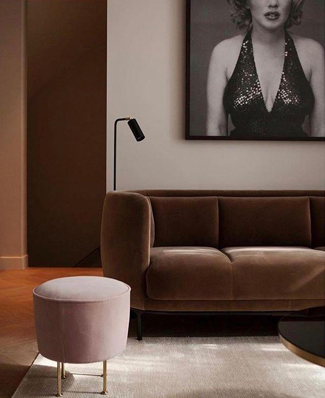 Wittmann: 'Vuelta' sofa, somewhere in Amsterdam  Interiordesign by @anne_claus #wittmannhayonworkshop #anneclausinteriors #amsterdam #akiagency #interiordesign #interiorarchitect #jaimehayon #wooninspiratie #vueltasofa #aki #inspiratie #interieurarchitect info@akiagency.nl