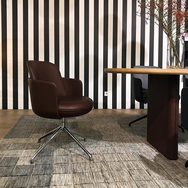 AKI | Wittmann : 'Merwyn' Dining chair (Sebastian Herkener) with new base. #wittmannofficial #sebastianherkner #orgatec2018 #pesch #new #wittmann #cologne #wittmanndealer #restaurantinterior #hotel #interiordesign #interieurarchitect #projectinrichting #diningchair #merwyn #akiagency #vienna #interieur info@akiagency.nl