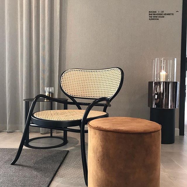 AKI AGENCY | GTV: seen at hotel Hotel de Blanke Top in Cadzand this lovely Lehnstuhl by GTV.  Project done by Studio Linse#akiagency #gebruderthonetvienna #studiolinse #hotelcadzand #hotelinteriordesign #interiordesign #projectinrichting #interieurarchitect #wovencane #gtv info@akiagency.nl