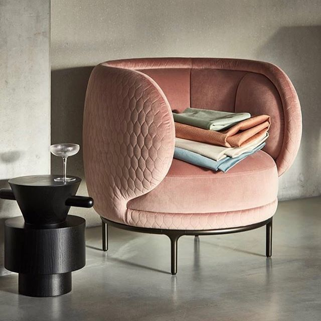 Wittmann | Vyvafabrics : how beautiful is the Vuelta 80 chair in the Glade Stitch Blush of Vyvafabrics, have a nice weekend! #wittmann #vyvafabrics #akiagency #velvet #fabrics #interiordesign #aki #interieurontwerp #interieurarchitect #architect #wittmanndealer #graincuttable #jaimehayon #vienna #amsterdam #hotelinterieur Info@akiagency.nl