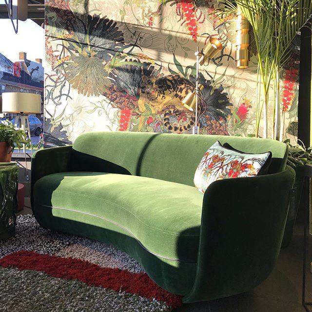Wittmann 'Miles' sofa, seen at @studioerikgutter Blaricum. Wow what a lovely presentation. #studioerikgutter #milessofa #miles #wittmann #blaricum #sebastianherkner #wittmanndealer #green #interiordesign #interieurinspiratie #hospitalitydesign #roundsofa #akiagency info@akiagency.nl